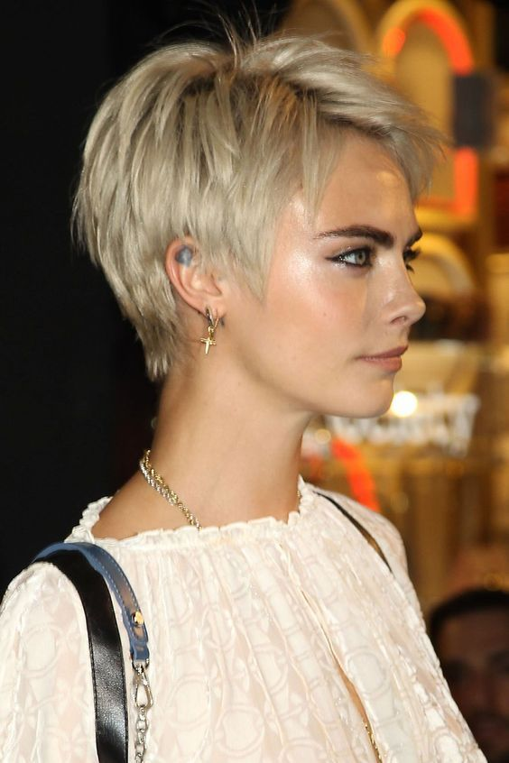 kurze-blond-pixie-frisuren